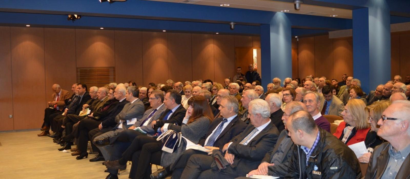 Με εξαιρετική επιτυχία πραγματοποιήθηκε η εκδήλωση παρουσίασης του βιβλίου του Θέρμιου συγγραφέα Γιάννη  Β. Καρύτσα  με τίτλο  ''ΕΠΟΣ ΚΑΙ ΤΡΑΓΩΔΙΑ''